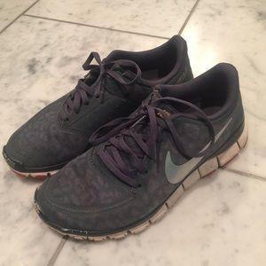 Nike Tennis Shoes -Grey